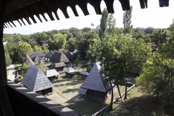 Muzeul-Satului-biserica-2
